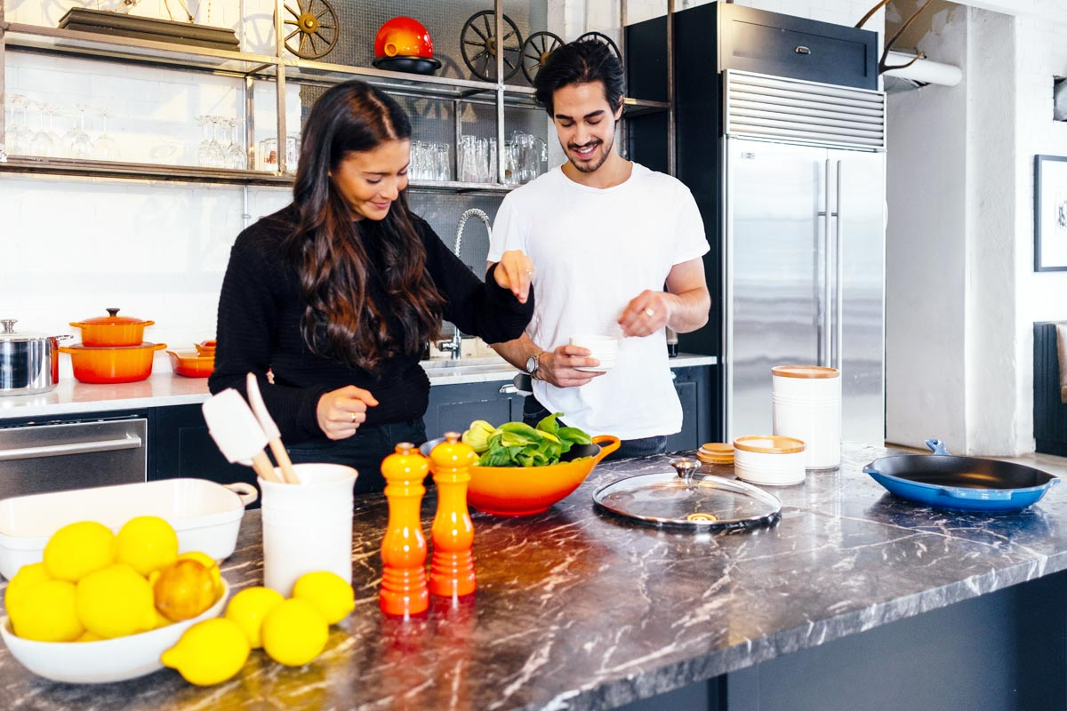 goodencenter-supporting-your-recovery-with-healthy-nutrition-photo-of-a-couple-preparing-salad
