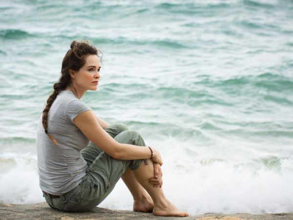 goodencenter-women's-Mental-Health-Treatment-photo-of-Closeup-of-A-sad-and-pensive-woman-sitting-by-the-ocean-deep-in-thought