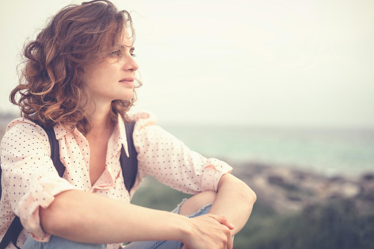 goodencenter-How-Do-I-Know-If-I-Am-Bipolar-photo-of-a-thoughtful-woman-near-the-beach