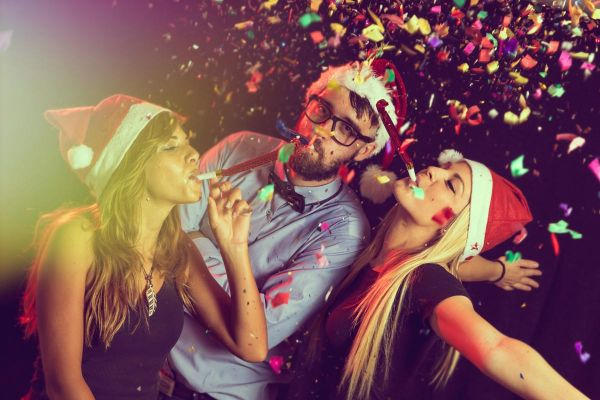 goodencenter-How-to-Make-Good-New-Year's-Resolutions-for-My-Mental-Health--photo-of-Fun-time-with-friends