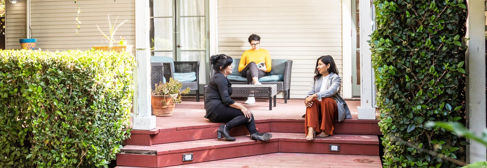 goodencenter-Womens-Mental-Health-Treatment-Facilities-photo-of-three-women-discussing-in-the-facility